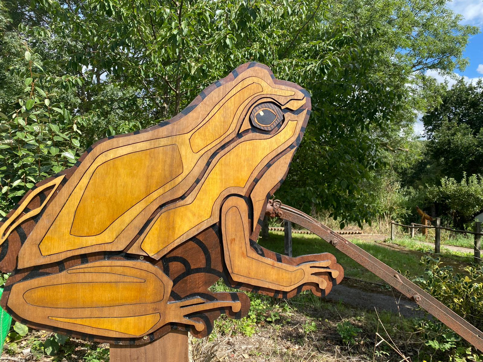Common frog sculpture